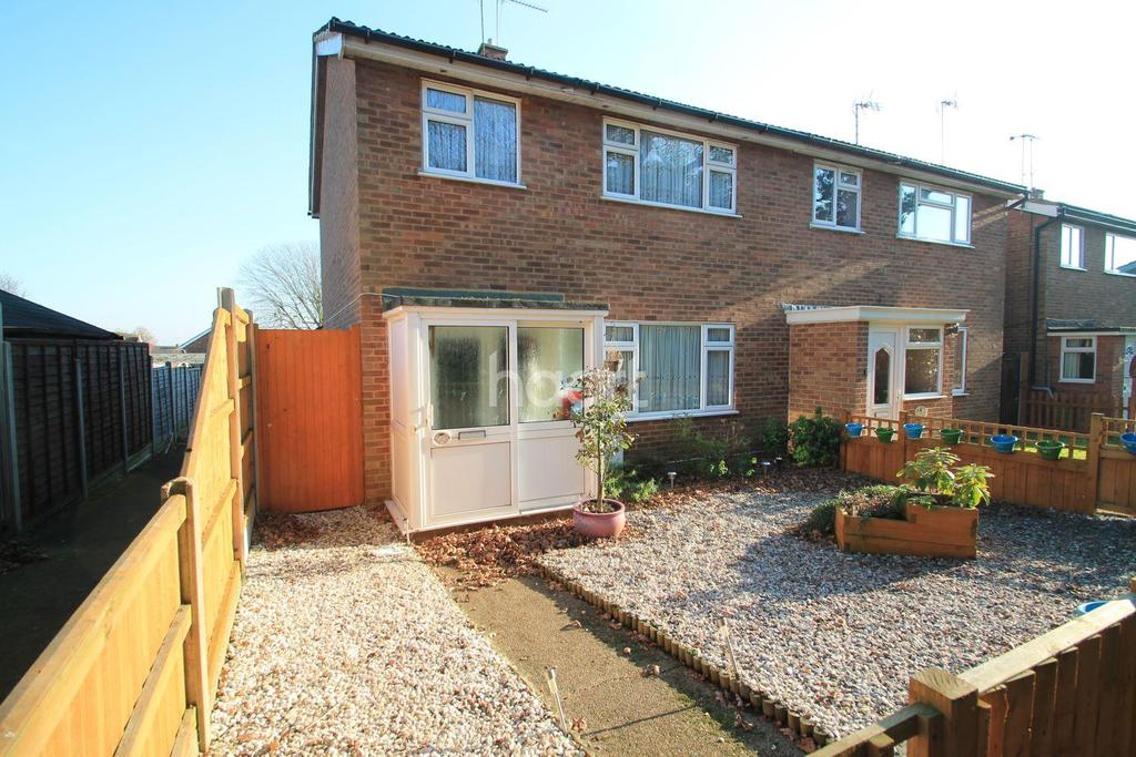 3 Bedrooms End Of Terrace House for sale in Stafford Close, Leigh-On-Sea