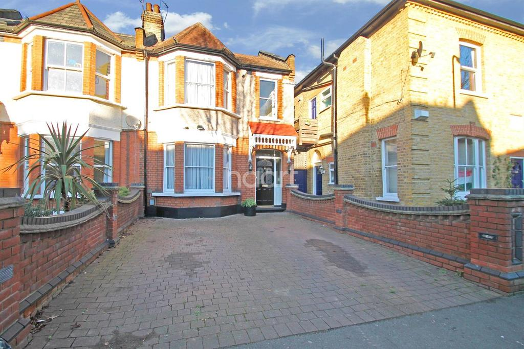 3 Bedrooms Semi Detached House for sale in Lister Road, Leytonstone
