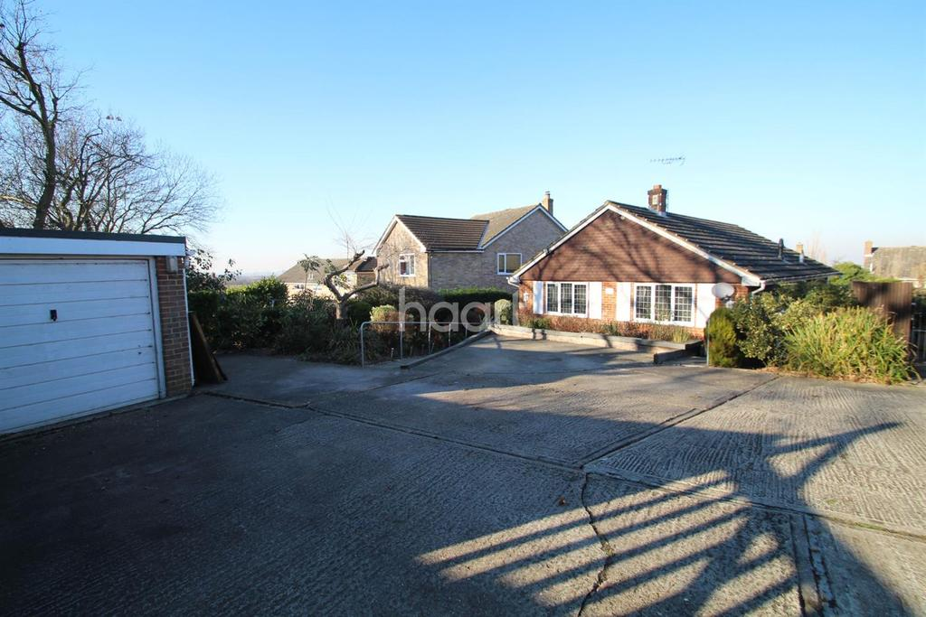 3 Bedrooms Bungalow for sale in Hilton Road, Cliffe Woods
