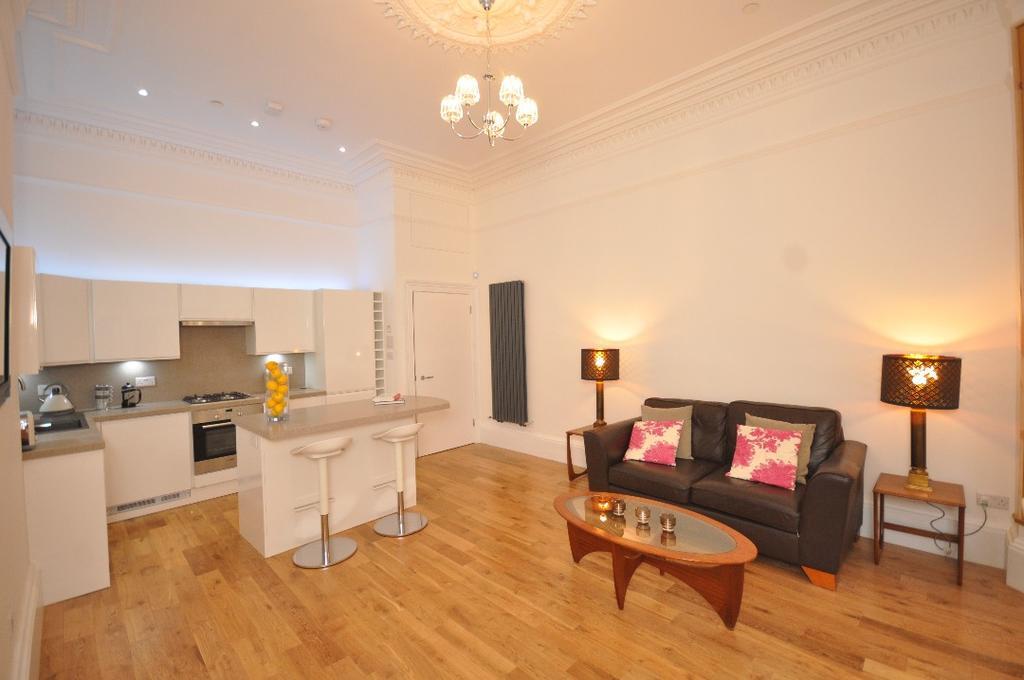2 Bedrooms Flat for rent in Cecil Street, Ground Floor Flat, Hillhead, Glasgow, G12 8RH