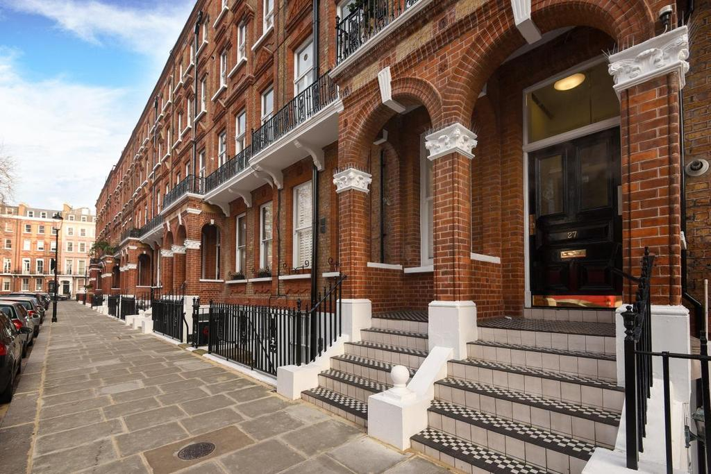 1 Bedroom Flat for sale in Nevern Square, London