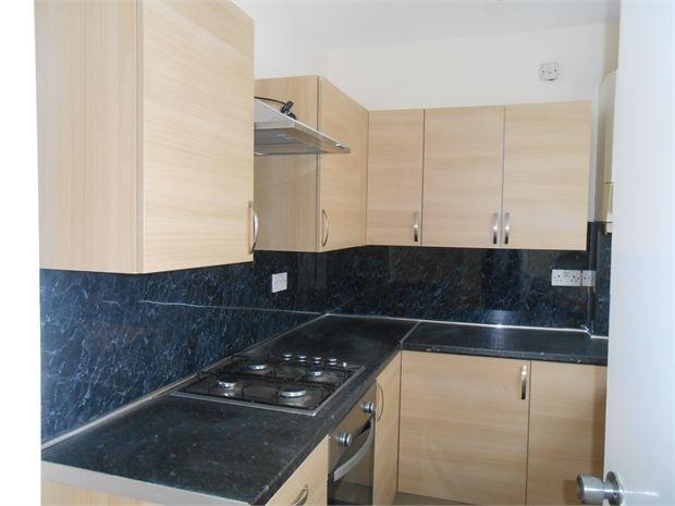5 Bedrooms Town House for sale in Landeg Street, Plasmarl, Swansea, SA6 8LA