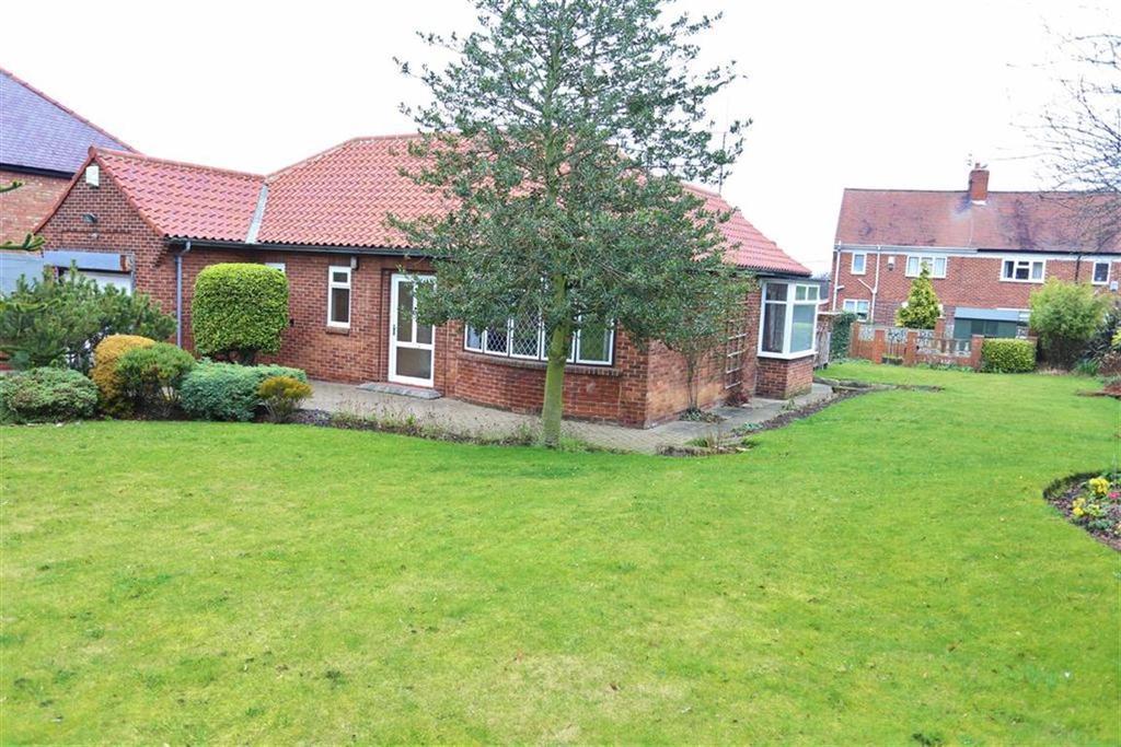 2 Bedrooms Detached Bungalow for sale in Hylton Bank, South Hylton, Sunderland, SR4