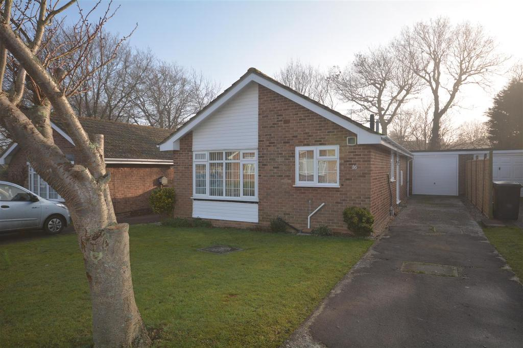 2 Bedrooms Bungalow for sale in Collington Park Crescent, Bexhill-On-Sea