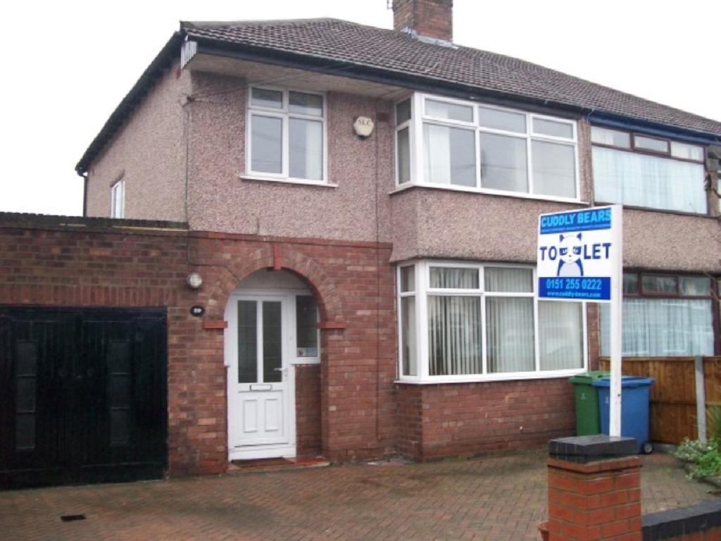 3 Bedrooms Semi Detached House for rent in Stroma Road, Liverpool L18