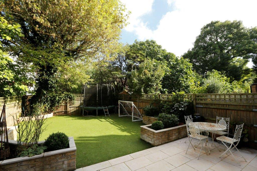 6 Bedrooms Terraced House for sale in Huron Road, London SW17