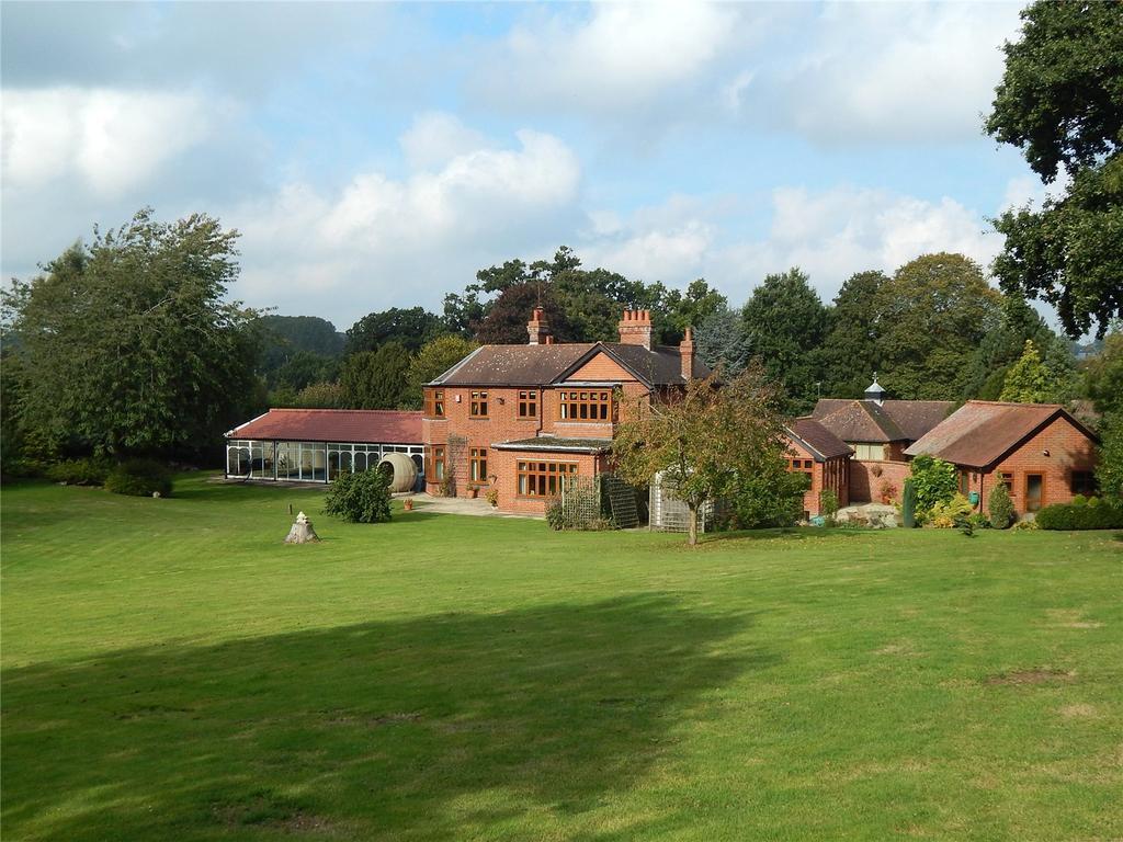 4 Bedrooms Detached House for sale in Bungay Road, Redenhall, Harleston, Norfolk