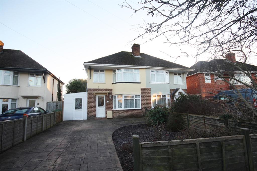 3 Bedrooms Semi Detached House for sale in Kipling Road, Eastleigh