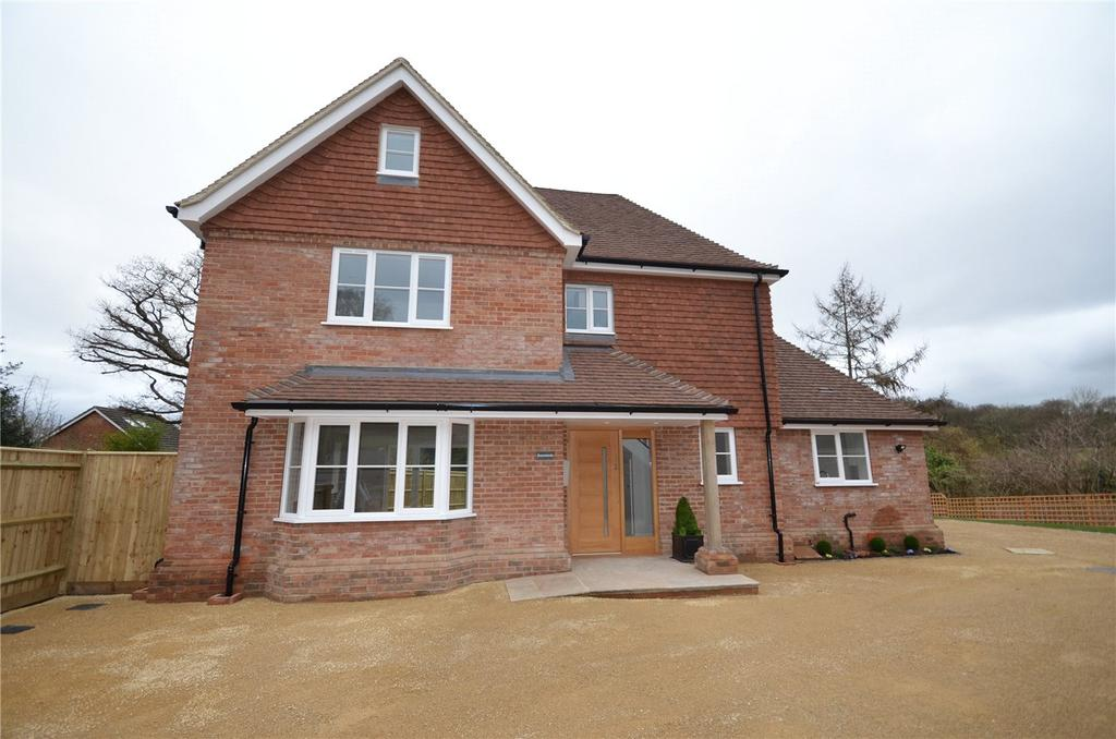 4 Bedrooms Detached House for sale in Petersfield Road, Greatham, Liss, Hampshire, GU33