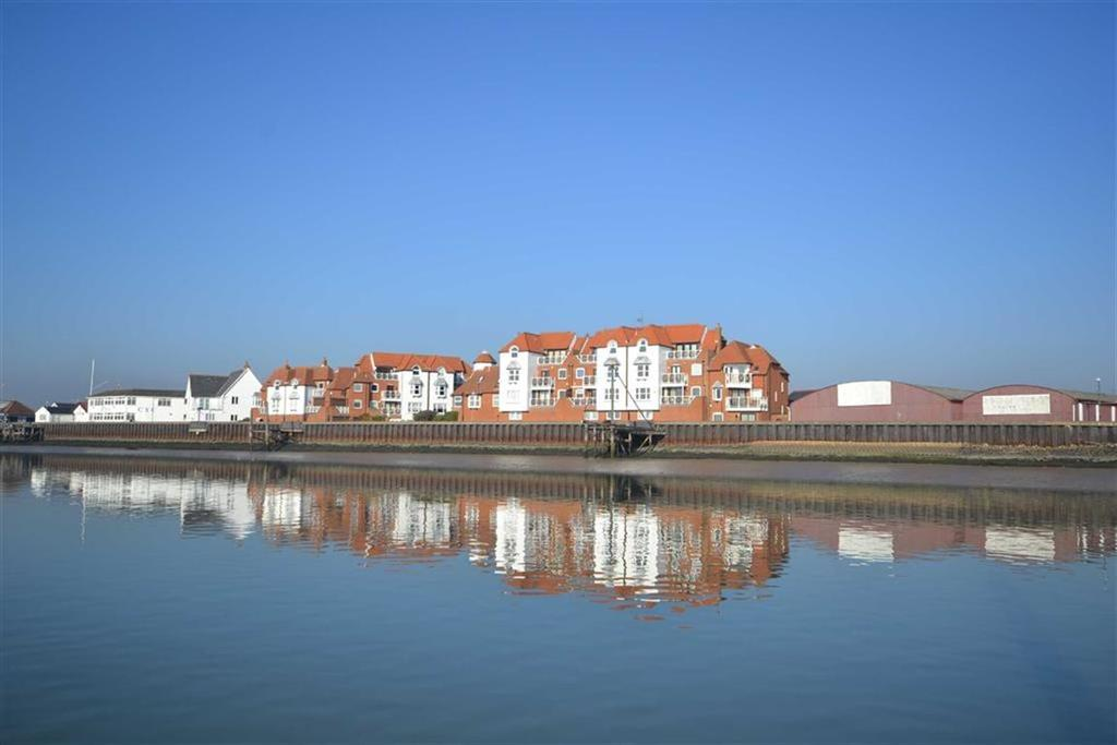 4 Bedrooms Apartment Flat for sale in Regents Court, Burnham-on-Crouch, Essex