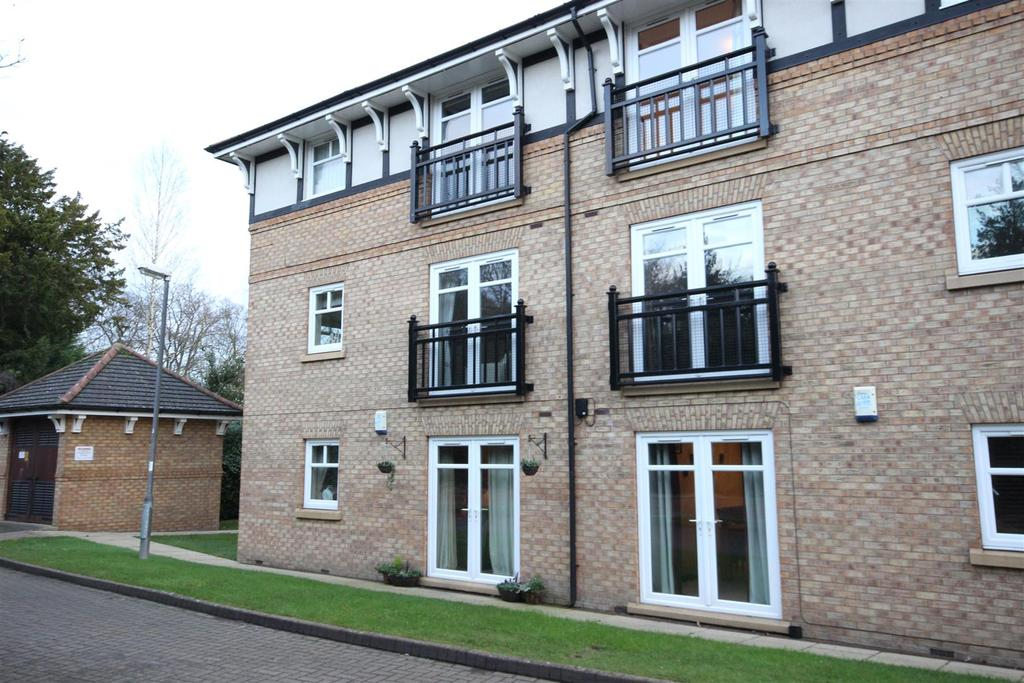 2 Bedrooms Apartment Flat for sale in Hellyer Close, North Ferriby