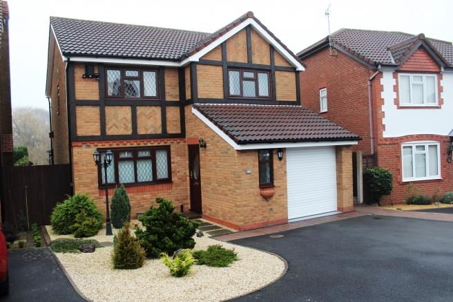 4 Bedrooms Detached House for sale in 46 Broomhurst Way, Muxton, Telford, Shropshire, TF2 8RG