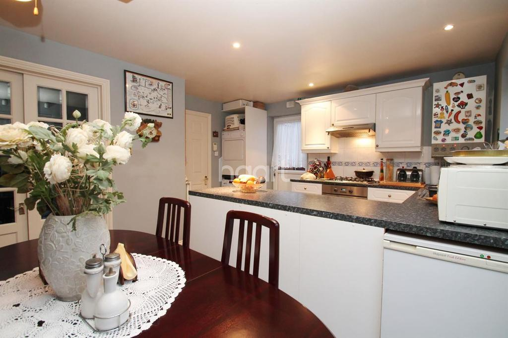 3 Bedrooms Semi Detached House for sale in Cottagewell Court, Standens Barn, Northampton