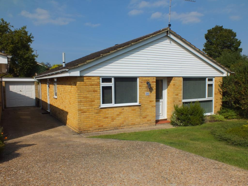 3 Bedrooms Bungalow for sale in Hoblands, Haywards Heath