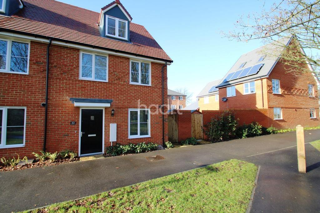 3 Bedrooms Semi Detached House for sale in Jubilee Drive, Church Crookham, Fleet GU52 8AH
