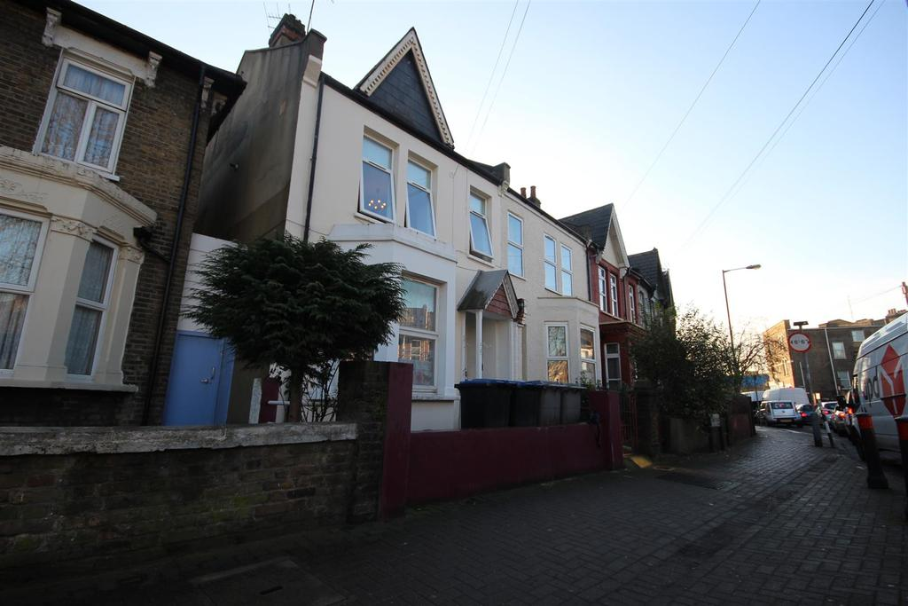 3 Bedrooms House for sale in Tubbs Road, London