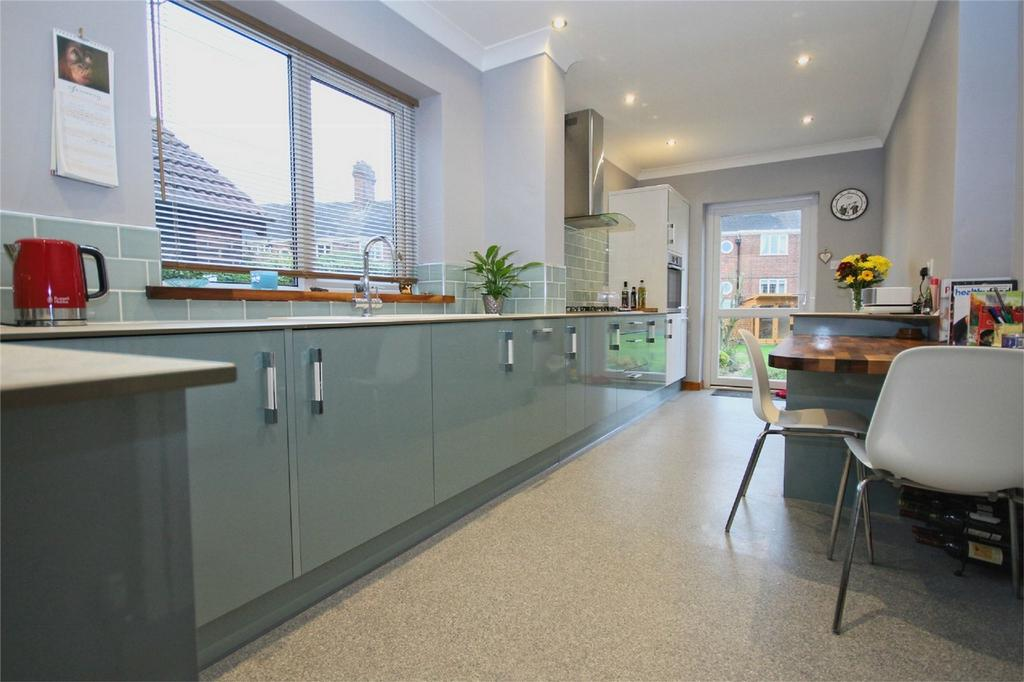 3 Bedrooms Semi Detached House for sale in Plantation Drive East, Hull, East Riding of Yorkshire, East Yorkshire