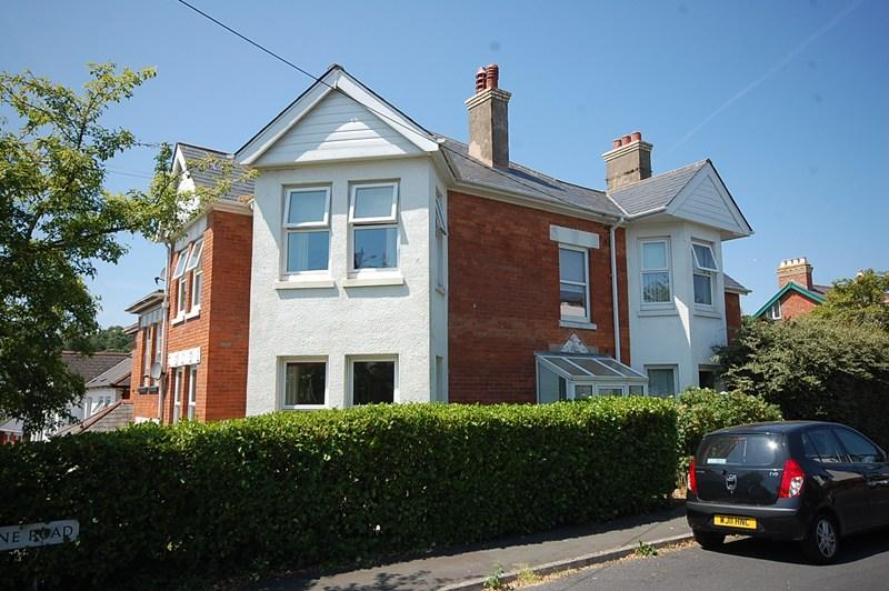 2 Bedrooms Flat for sale in Haldon Avenue, Teignmouth