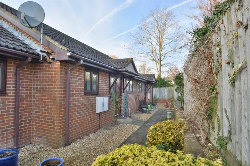 2 Bedrooms Retirement Property for sale in Winchester Road, Andover