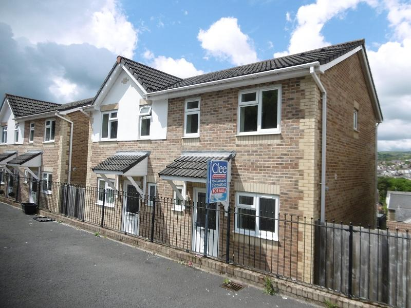 2 Bedrooms Semi Detached House for sale in Brynmorgrug, Pontardawe, Swansea.