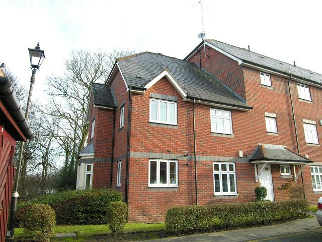 2 Bedrooms Flat for sale in Loriners Grove,Walsall,West Midlands