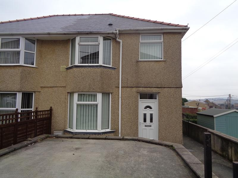 3 Bedrooms Semi Detached House for sale in Alandale Road, Rassau, Ebbw Vale, Blaenau Gwent.