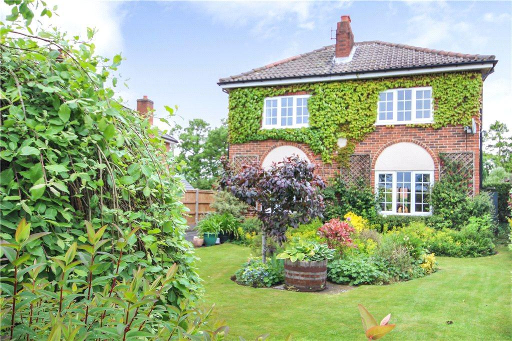 5 Bedrooms Detached House for sale in Whittington, Worcester, Worcestershire, WR5