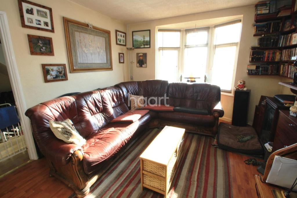 3 Bedrooms Terraced House for sale in Sheppey Road