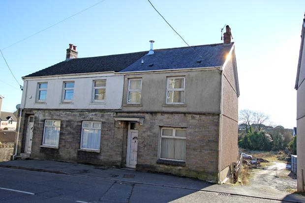 4 Bedrooms Semi Detached House for sale in Norton Road, Penygroes, Nr. Cross Hands, Carmarthenshire