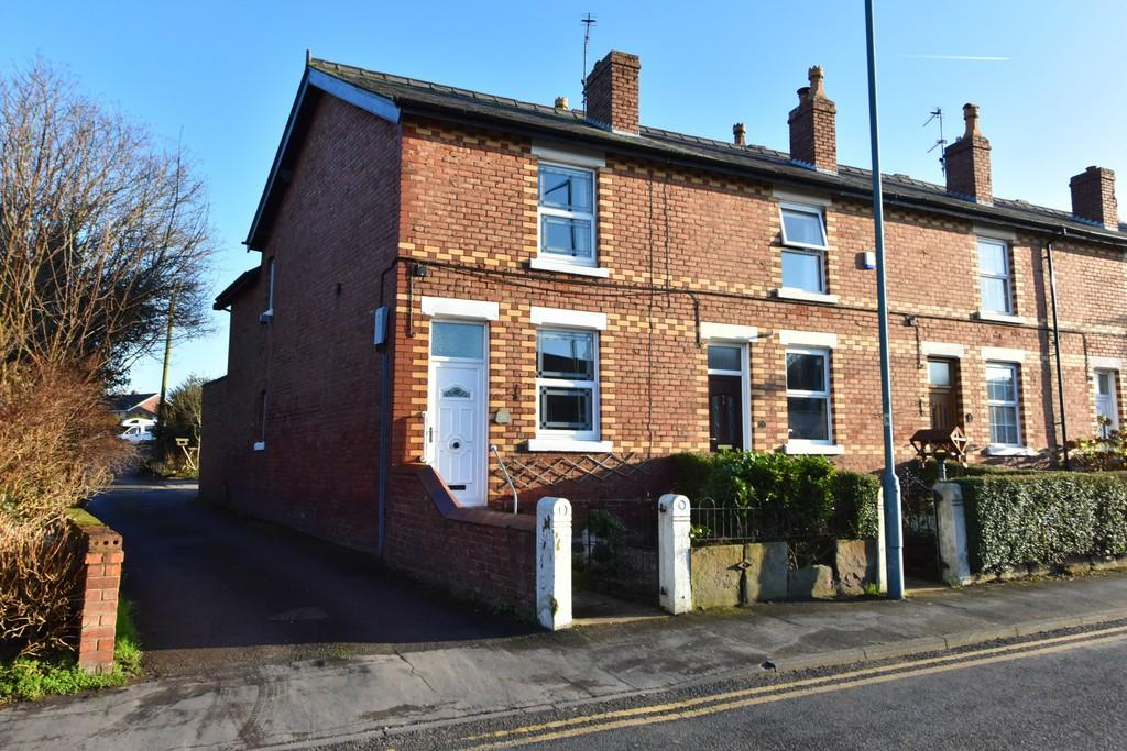 2 Bedrooms End Of Terrace House for sale in Moss Delph Lane, Aughton
