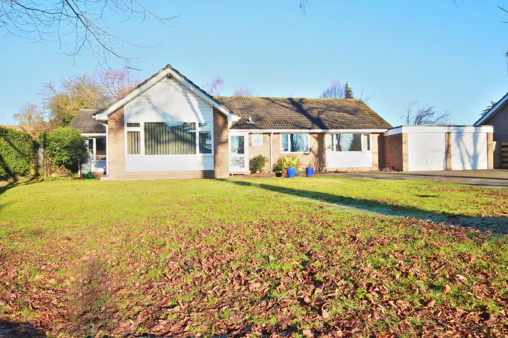 4 Bedrooms Detached Bungalow for sale in Blunts Hall Drive, Witham