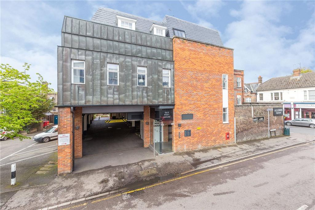 2 Bedrooms Flat for sale in Old Post House, Harpenden, Hertfordshire