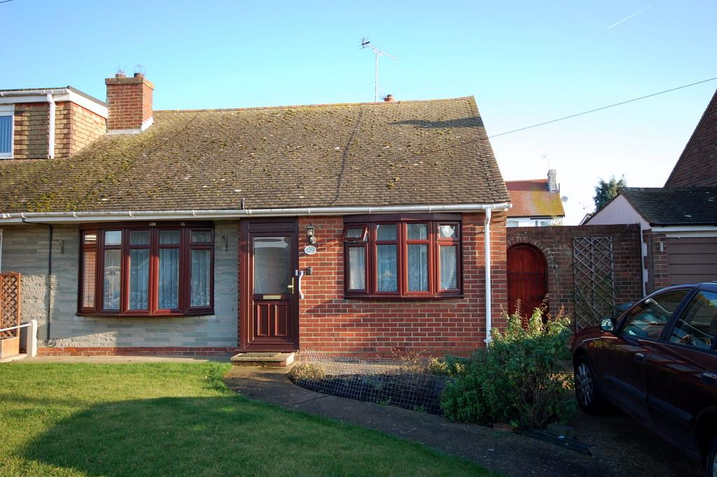 2 Bedrooms Semi Detached Bungalow for sale in Clare Drive, Greenhill, Herne Bay