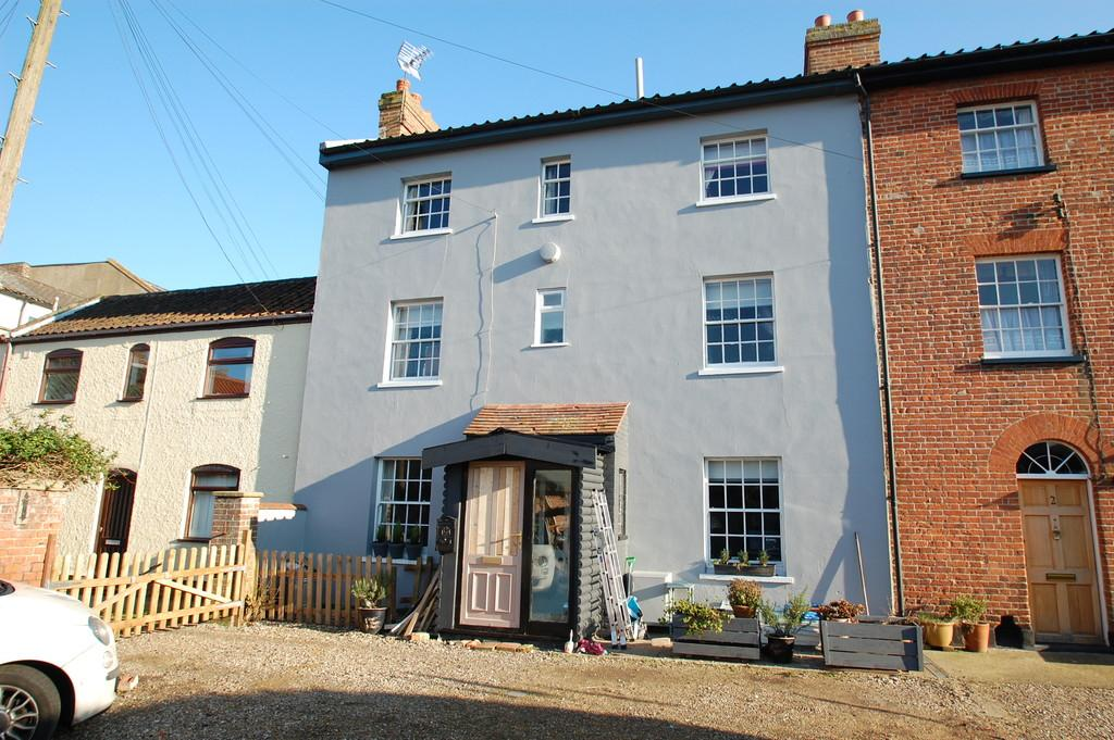 3 Bedrooms Terraced House for sale in The Terrace, North Walsham