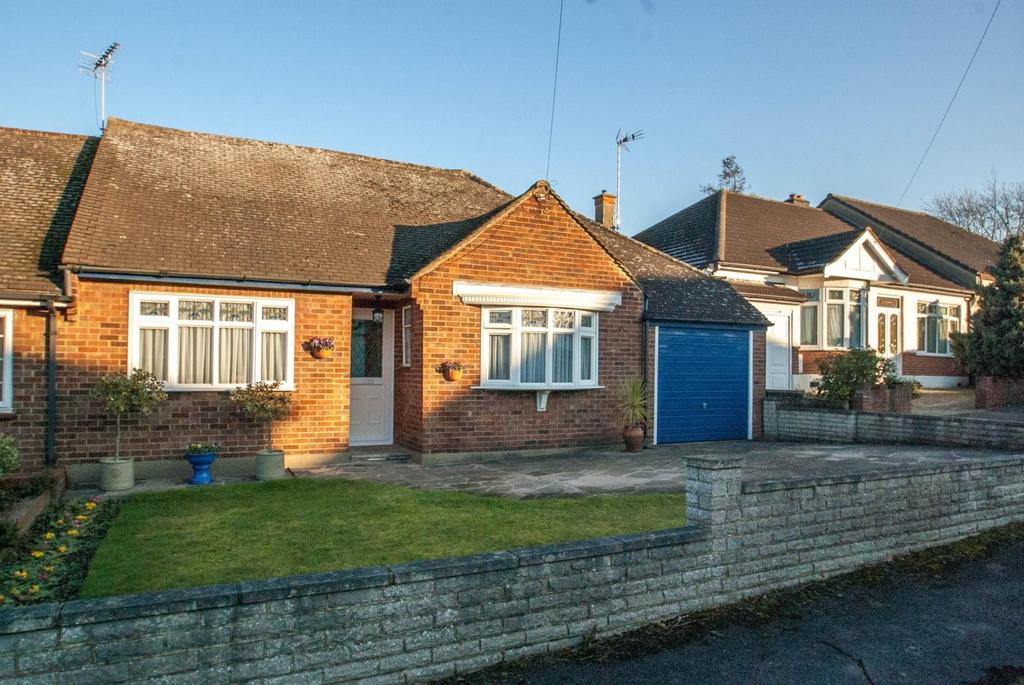 4 Bedrooms Chalet House for sale in Mascalls Gardens, Brentwood, Essex, CM14
