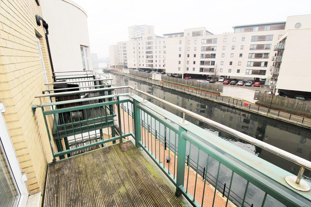 2 Bedrooms Apartment Flat for sale in Adventurers Quay, Cardiff Bay, Cardiff