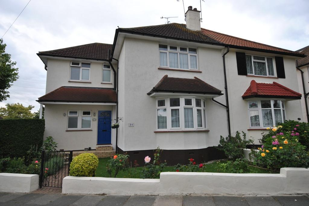 4 Bedrooms Semi Detached House for sale in Essex Gardens, Leigh-on-Sea