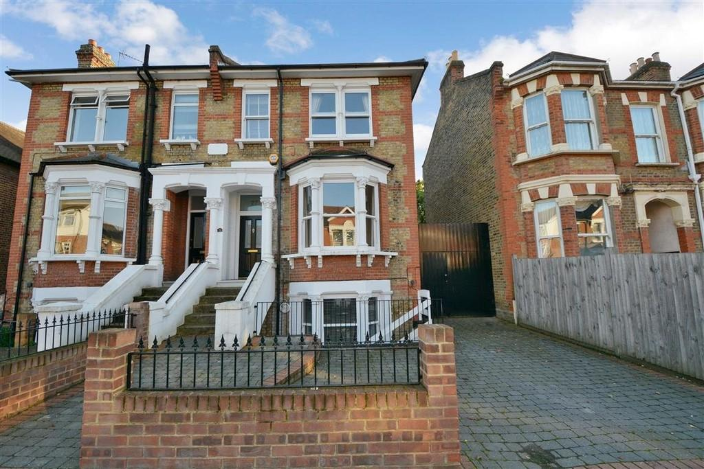 6 Bedrooms Semi Detached House for sale in Selsdon Road, Wanstead