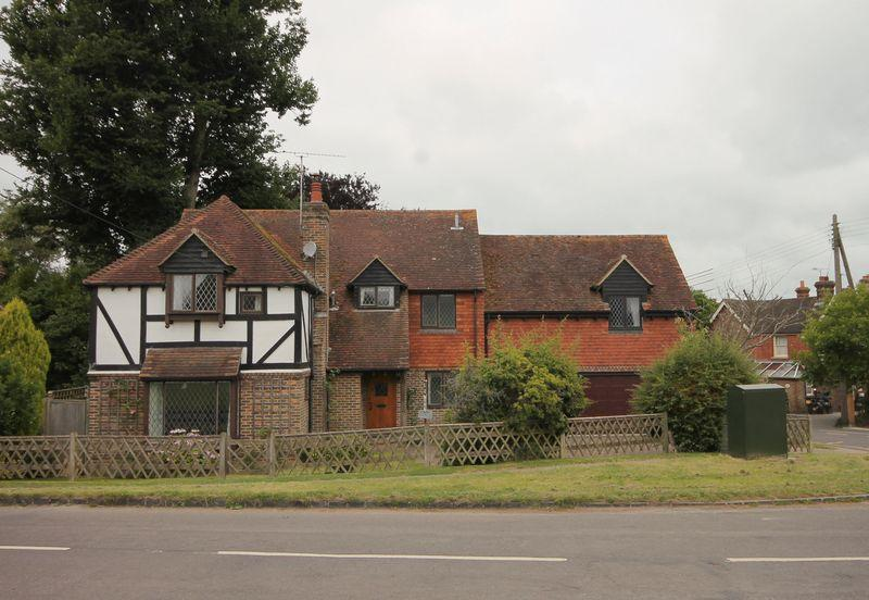 4 Bedrooms Detached House for sale in Lewes Road, Horsted Keynes, West Sussex