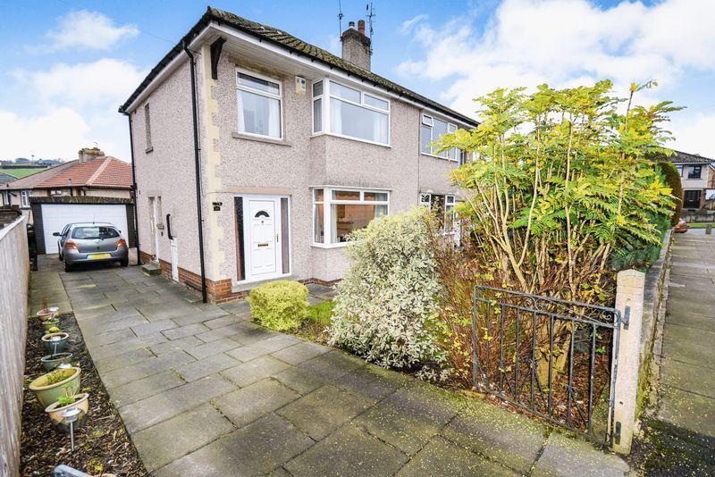 3 Bedrooms Semi Detached House for sale in Syringa Avenue, sandy Lane, Bradford