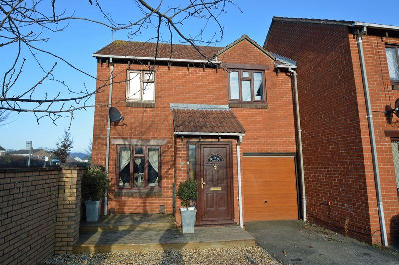 2 Bedrooms End Of Terrace House for sale in Convenient cul de sac position in Clevedon