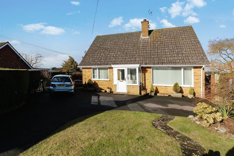 3 Bedrooms Bungalow for sale in KINGSTONE