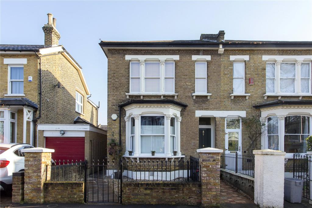 2 Bedrooms Flat for sale in Lansdowne Road, London, E18