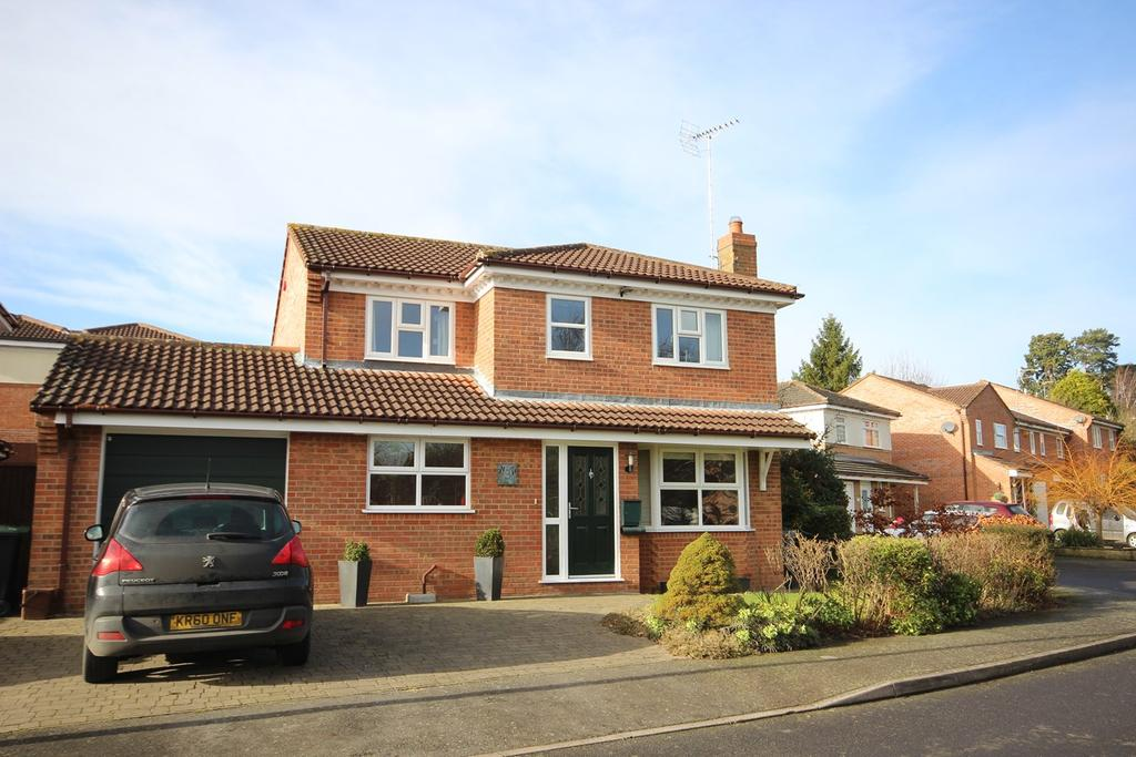 4 Bedrooms Detached House for sale in Manton Close, Ampthill, Bedford, MK45