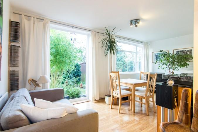 2 Bedrooms Flat for sale in Thornbury Court, Church Road, Isleworth