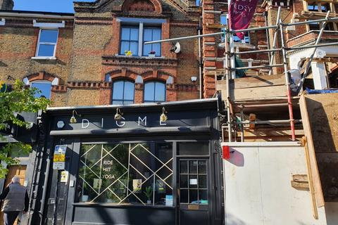Studio to rent - The Mall, Ealing, London, W5