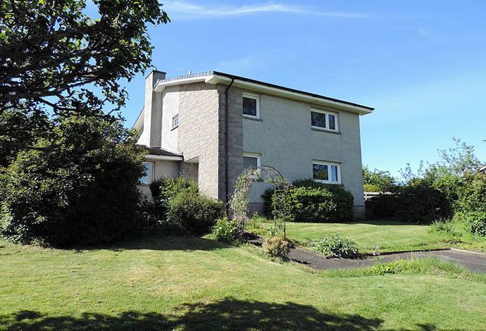 5 Bedrooms Detached House for sale in 5 The Glebe, Ashkirk, TD7 4PJ
