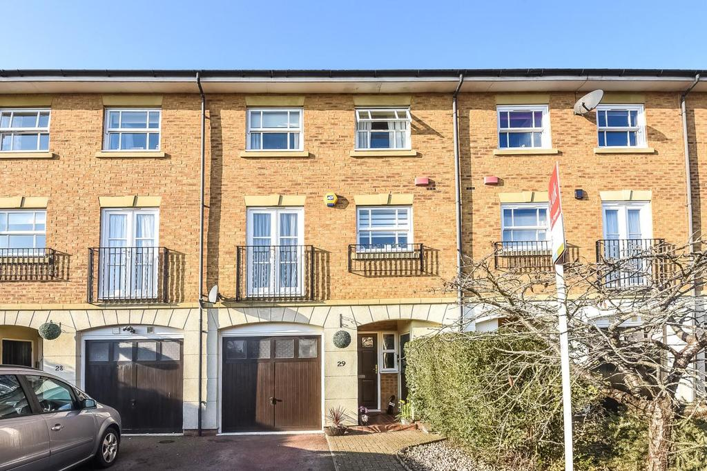 4 Bedrooms Terraced House for sale in Wittering Close, Kingston upon Thames, KT2