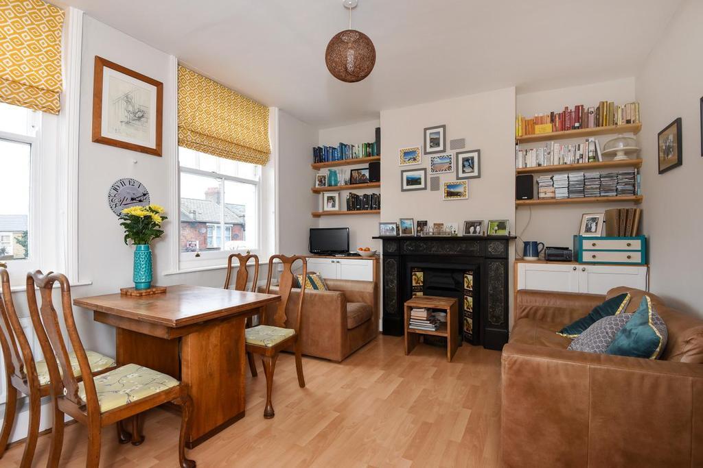2 Bedrooms Flat for sale in Garratt Lane, Earlsfield, SW18