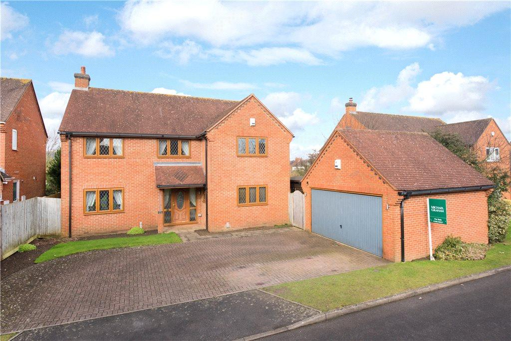 4 Bedrooms Detached House for sale in Chesterfield Close, Stone, Aylesbury, Buckinghamshire